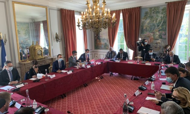 New Caledonian politicians to discuss the future in Paris